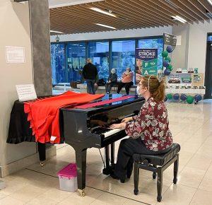 Melissa, volunteer pianist  at the RAH